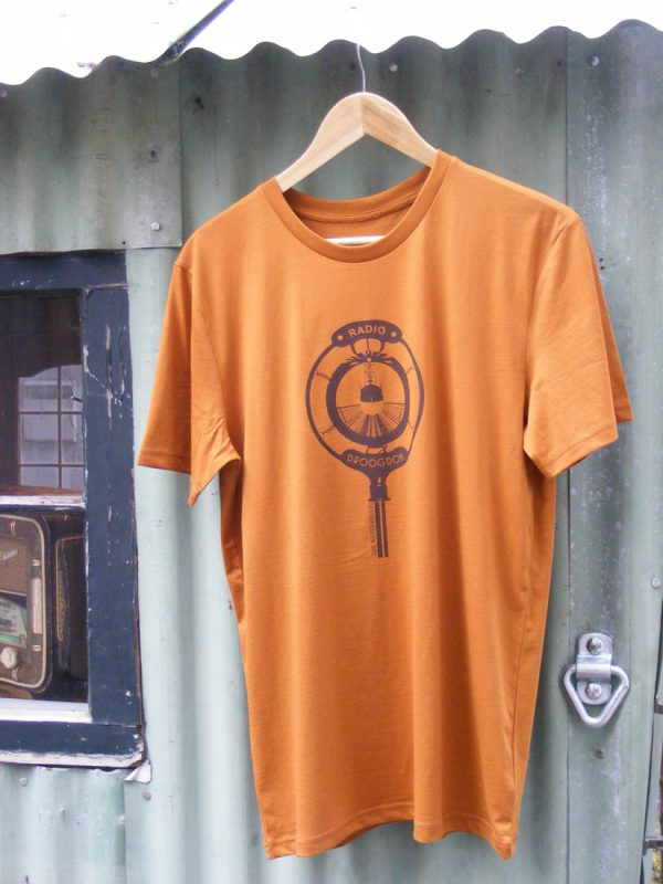 Brown Ink on Roasted Orange – Unisex Radio Droogdok T-Shirt